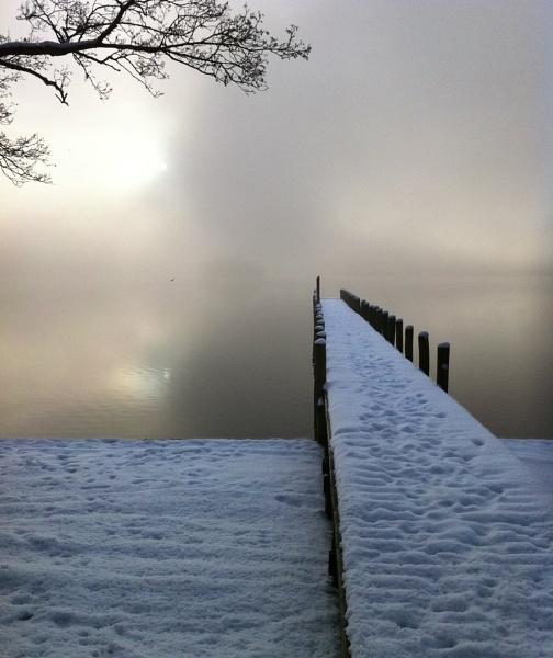 Snowy jetty by nickburt
