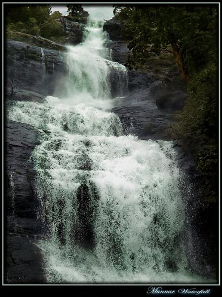 Cheeyappara Falls by rajishravi