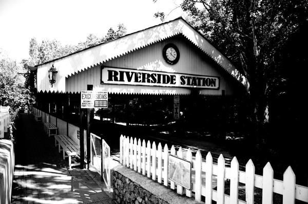 Trago Mills - Riverside Station by atanase