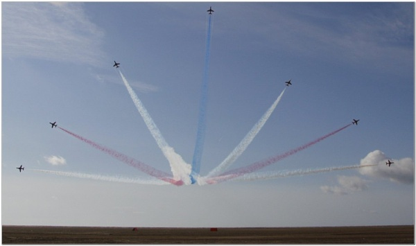 Red Arrows by howdog