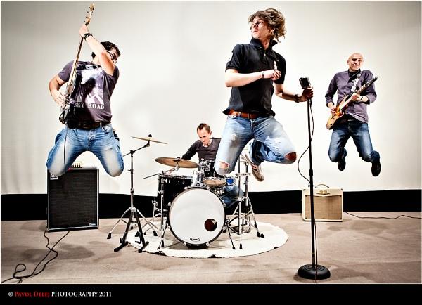 JUMP!!! by d3looo