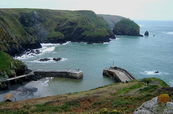 Mullion Bay, Cornwall. by Gypsyman