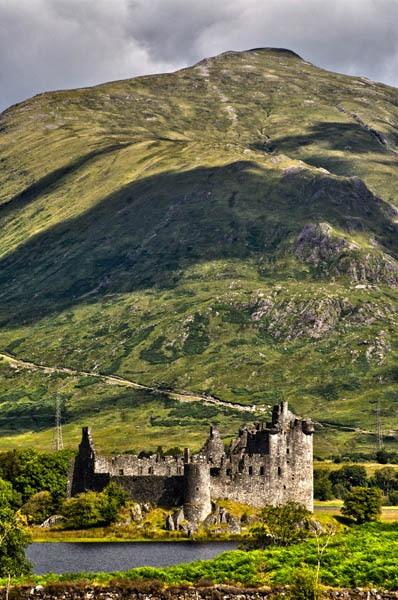 Kilchurn Castle by waineswitch