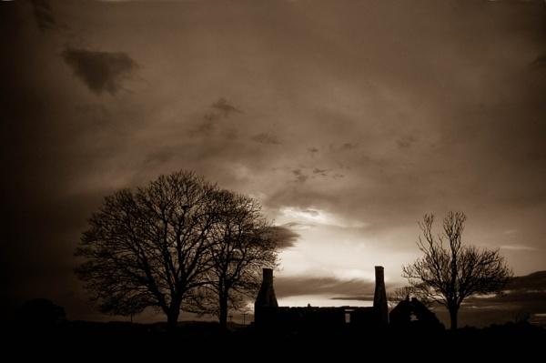 Deralict Farmhouse by Biz