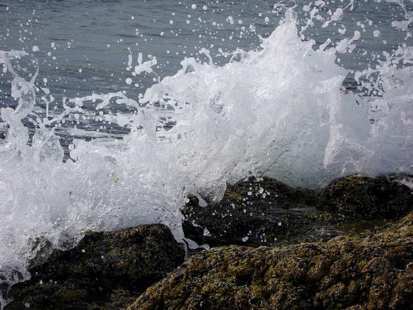 wave crash by SuperMacroGirl