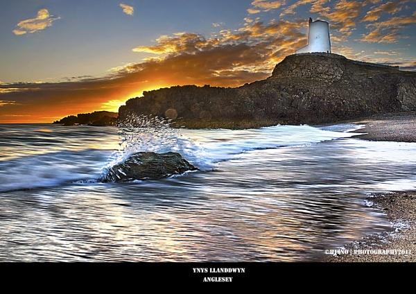 Ynys Llanddwyn Sunset by Lusitano