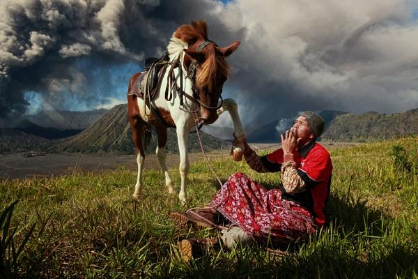 Mount Bromo\'s Horseman by perakman