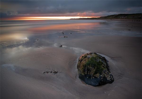 Stormy Dawn by oll1e