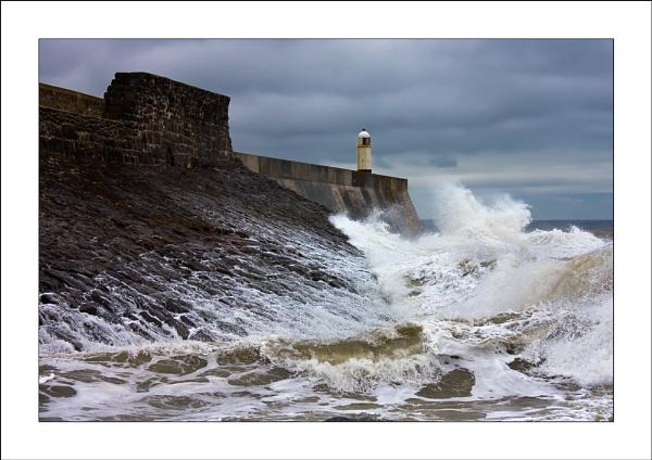 Porthcawl Lighthouse & Waves by skye1