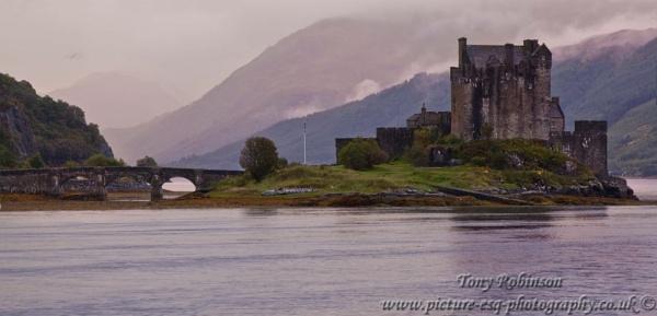Eilean Donan by AR_Photography