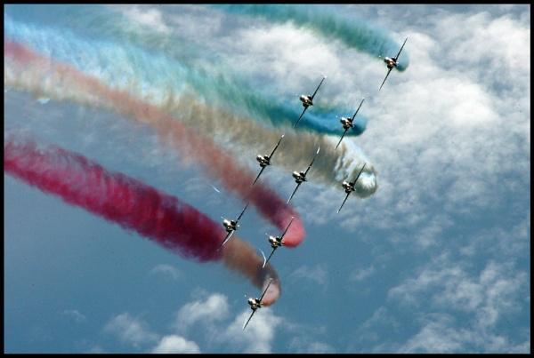 red arrows formation by alianar
