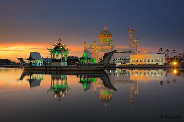Sultan Omar Ali Saifuddin Mosque by TimMunsey