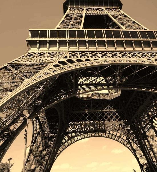 La Tour Eiffel by jessikerr