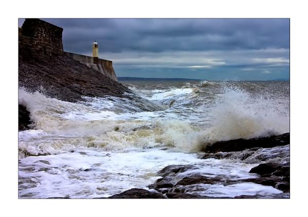 Turbulent seas by skye1
