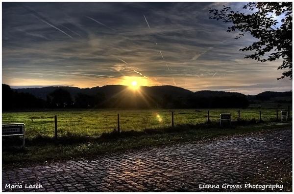 Sun Rise by lianna
