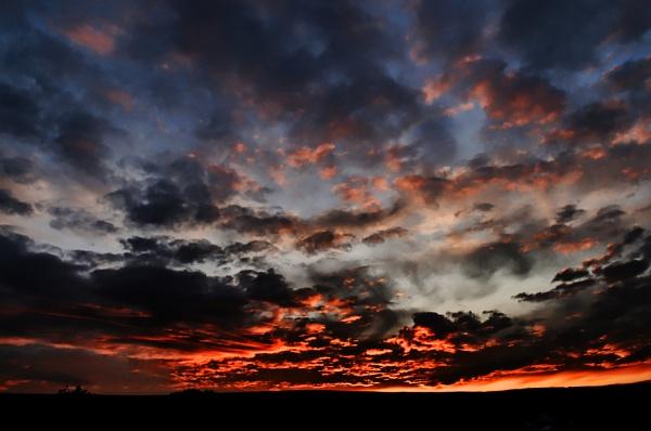 Red sky at night by Toobi_Won