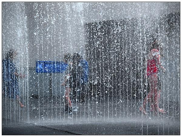 Fountain Fun by SlowSong