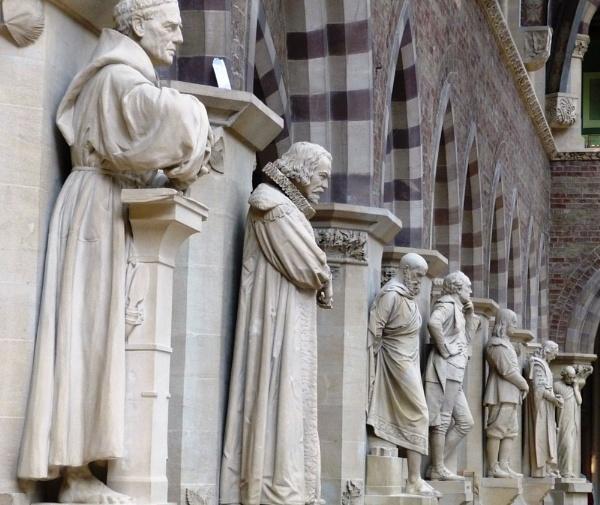 Statues by bglimaye