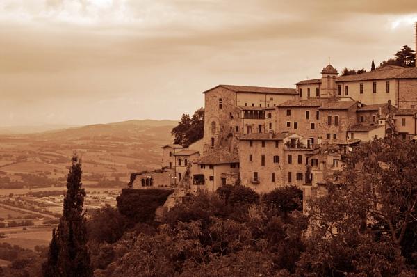Todi, Umbria by jinstone