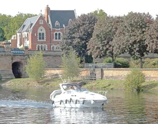 Cruising by Hurstbourne