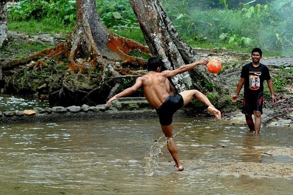 Kicking by malaysiaguy