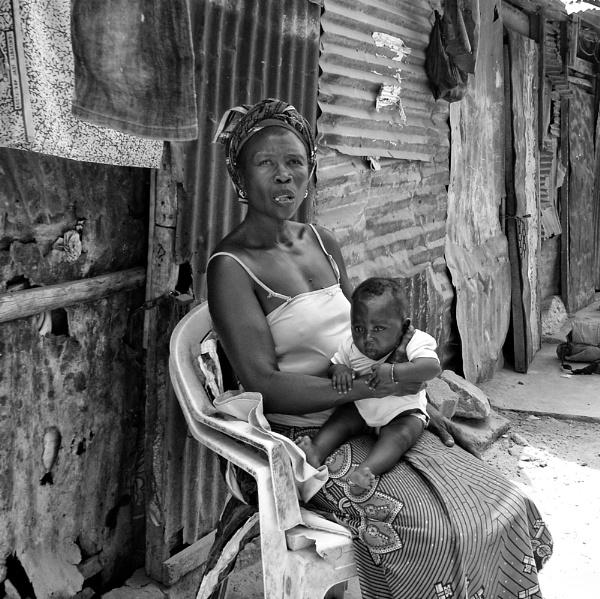 Bidonville in Dakar by luceombra