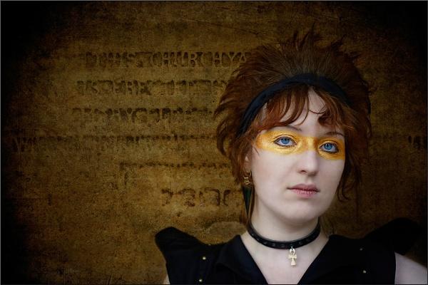 Golden Eye by AlleyCatz