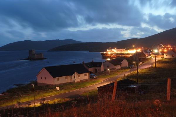 Castlebay at night by sadmurph