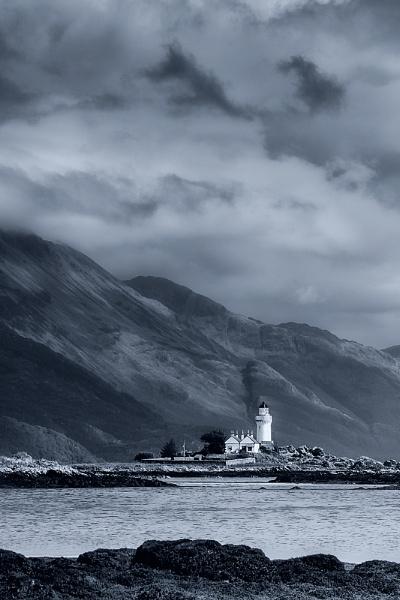 Ornsay Lighthouse by cdm36
