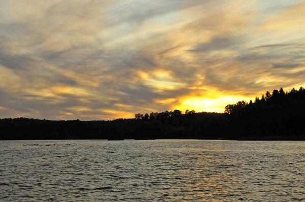 Sunset,birds and the lake in Vihti , Finland. by kuvailija