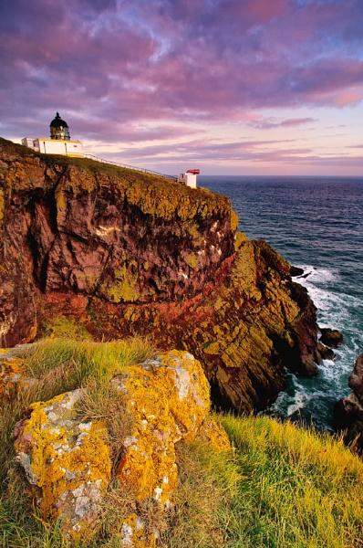 St Abbs Lighthouse by GaryMoffat