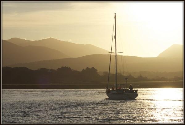 Dawn at Aber Menai by DilysT