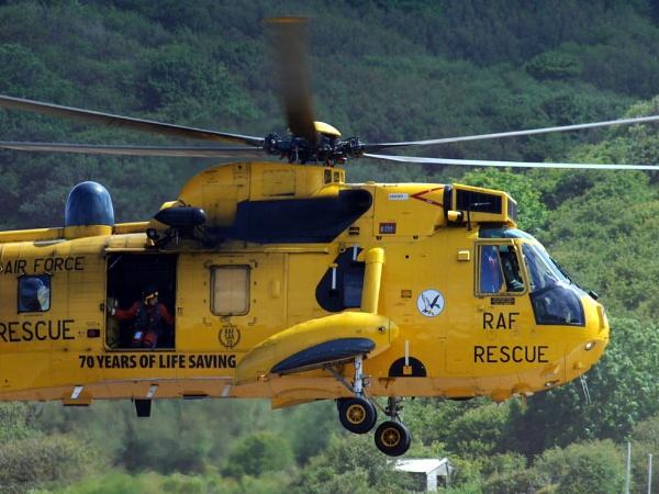 Runswick Bay Rescue. by erichoulder