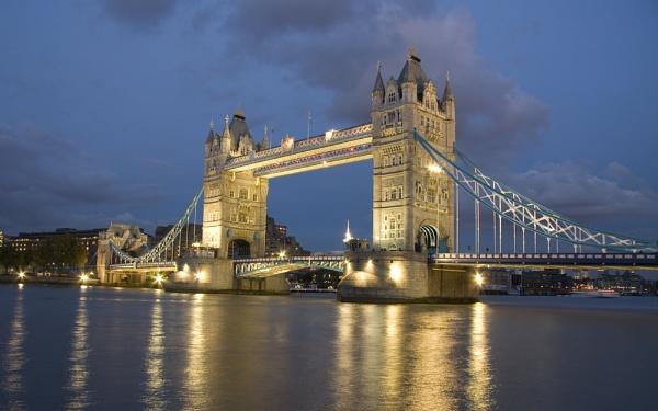 Tower Bridge by Aphelion3010