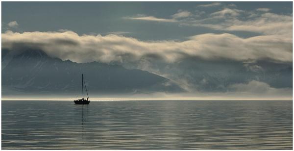 Arctic evening light by hibbz