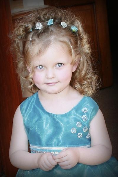 Little flower girl 2 by tari1005
