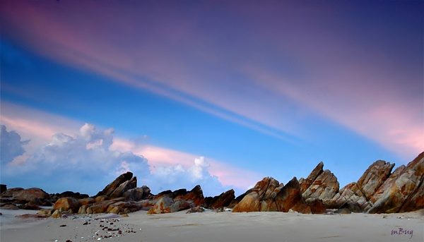 Rythm of the dawn by mBug
