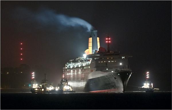 QE2 aground by Scutter