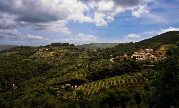 Italian countryside by hannahlouisefreeman11