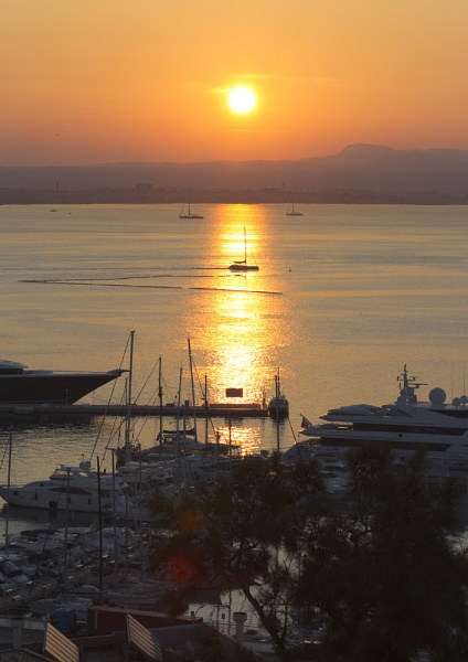 Sunrise over Palma by RonW1123