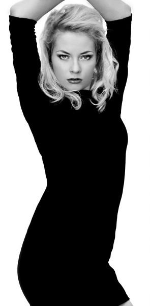 black & White by emkayne