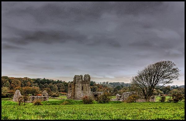 Ogmore castle by swanseamale47