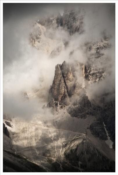 Dolomite shroud. by rontear