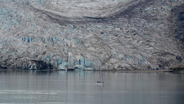 Sailing in Glacier Bay by tony_hoops