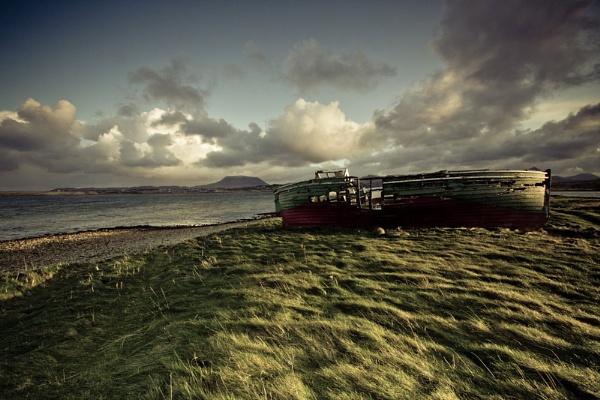 stranded boat by owenclarke
