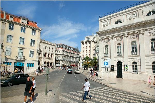 Lisbon Street Scene by kinfatric