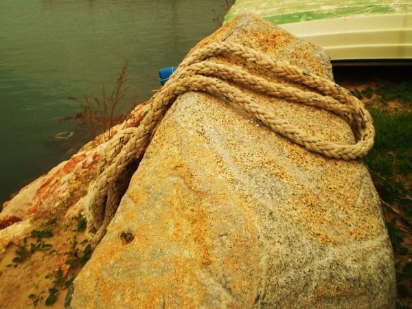 Rope-a-stone by Chinga