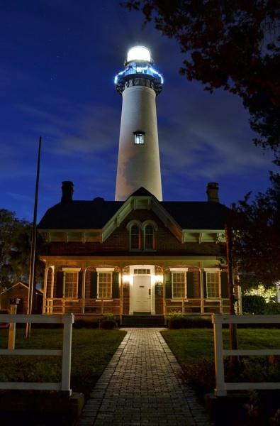 St Simons Lighthouse by kmfletch