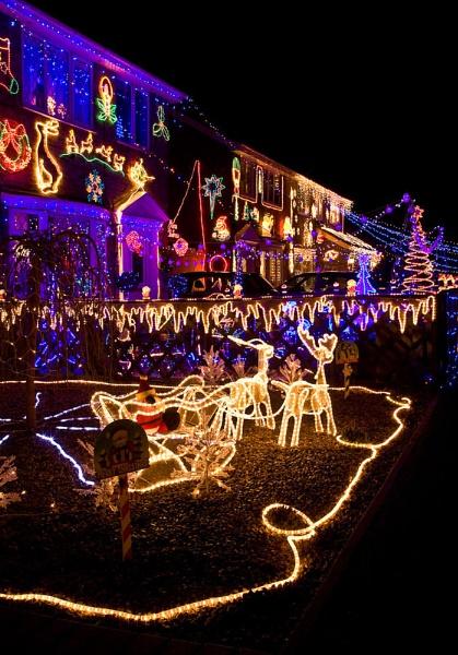 Christmas lights, Twinpike Way, Wigginton. by allan47