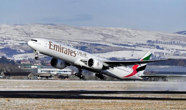 EMIRATE BOEING 777 TAKE OFF SNOWBLAST by davie